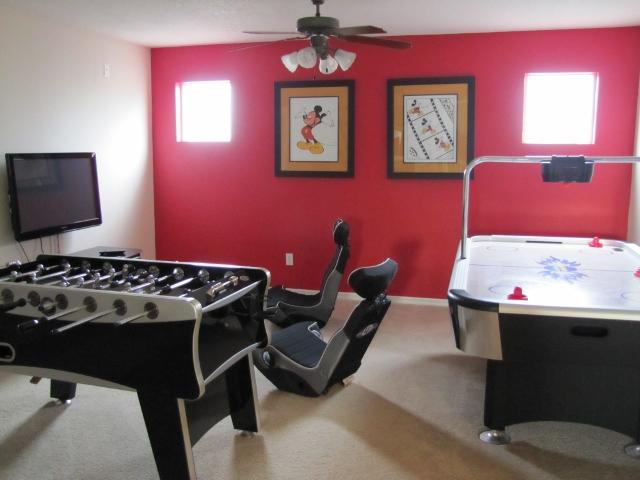 salle de jeux video de reve design de maison. Black Bedroom Furniture Sets. Home Design Ideas