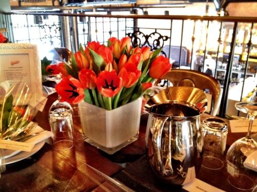 """Au restaurant """"Le Richmond"""" à Montréal. Belle ambiance, nourriture délicieuse et bel emplacement."""