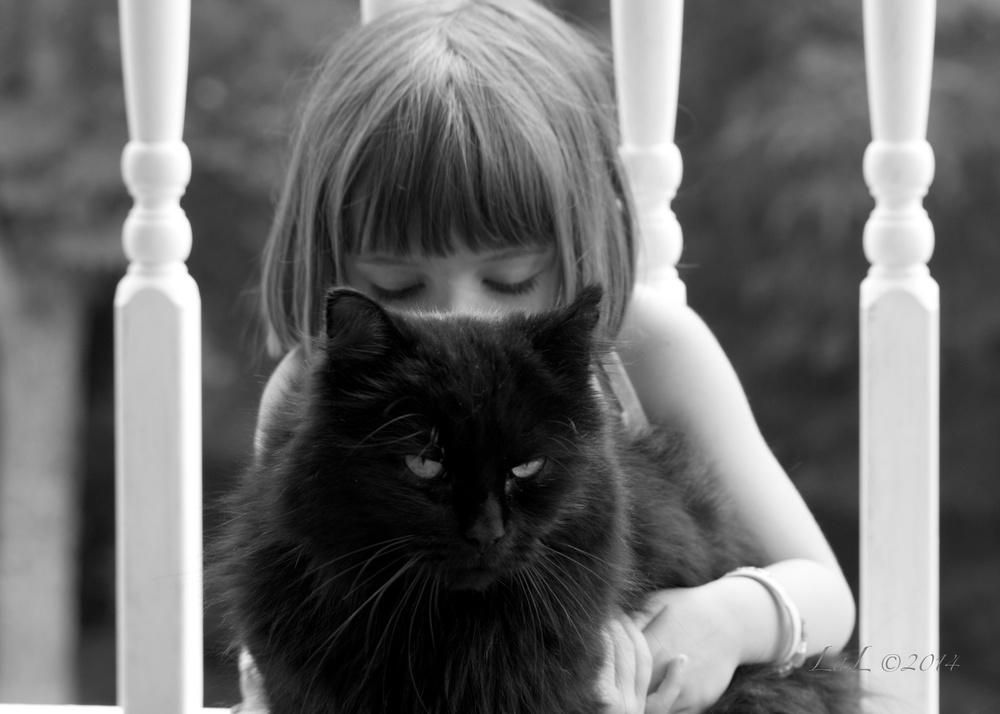 Mya et chat 3.jpg