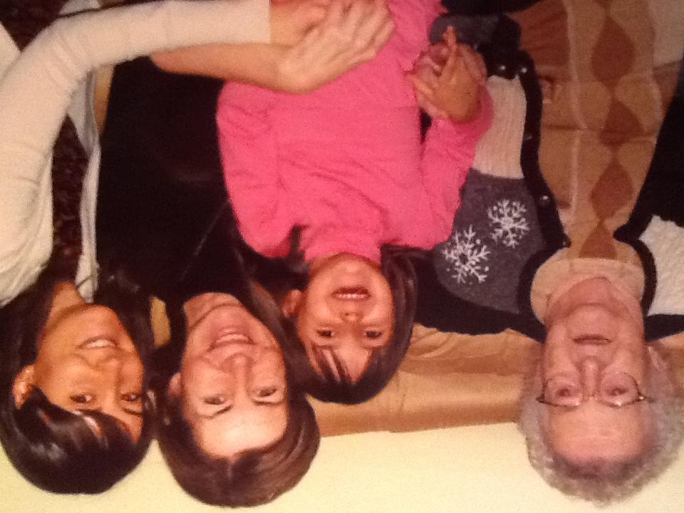 Souvenir : Ma grand-mère, ma mère, ma fille et moi-même chez nous il y a quelques années.