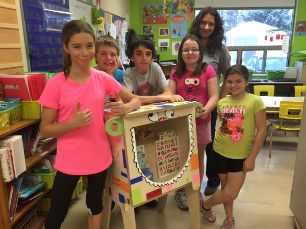 Les élèves qui ont travaillé sur le projetet Mme Koyess de l'école de La Maisonnée.