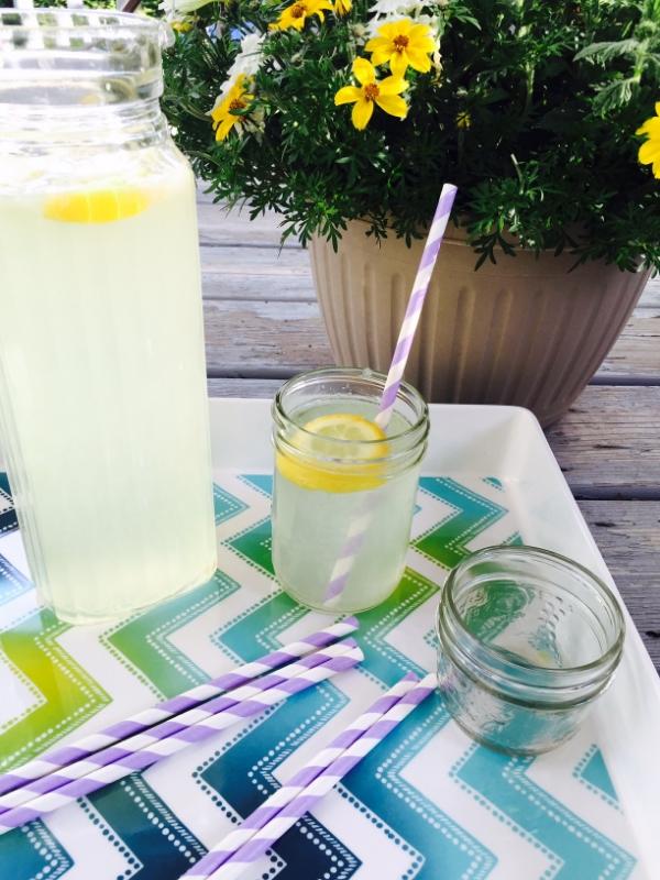 Limonade maison-recette-été-inspiration-meilleure boisson estivale-rafraichissant-cuisiner avec les enfants