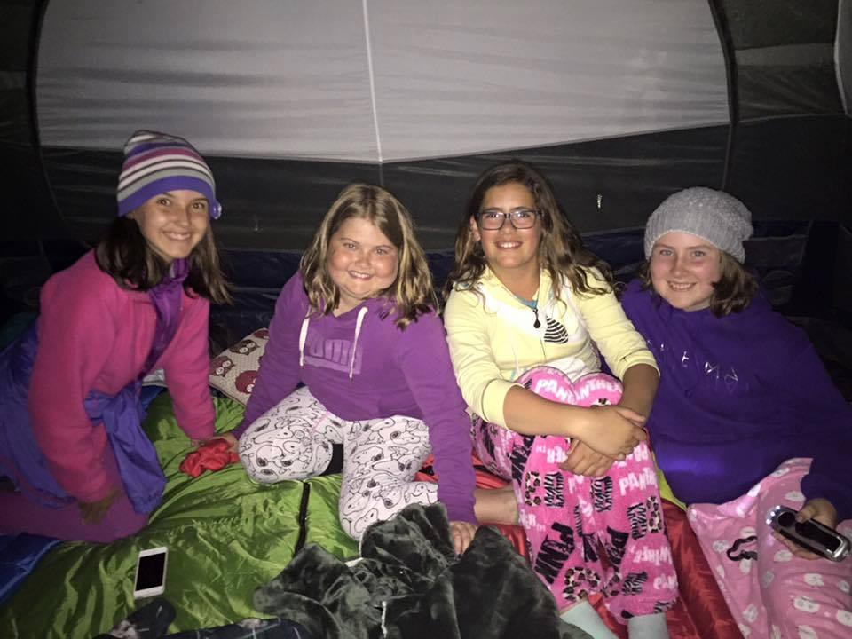 Dormir dans une tente SANS les parents = Bonheur !