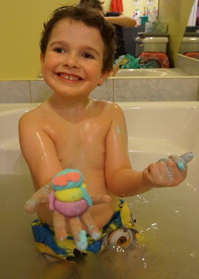 P te modeler savonneuse pour le bain je suis une maman for Rack pour le bain