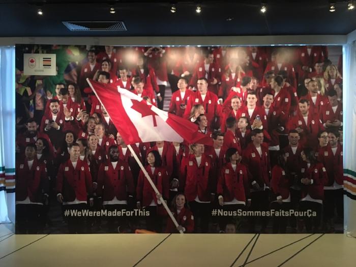 Magnifique murale dans la maison olympique canadienne à Rio.