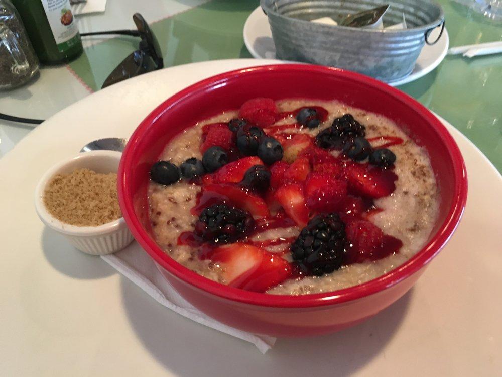 Crédit photo : Jaime Damak Resto Toast Bakery Cafe : un gruau au quinoa et petits fruits