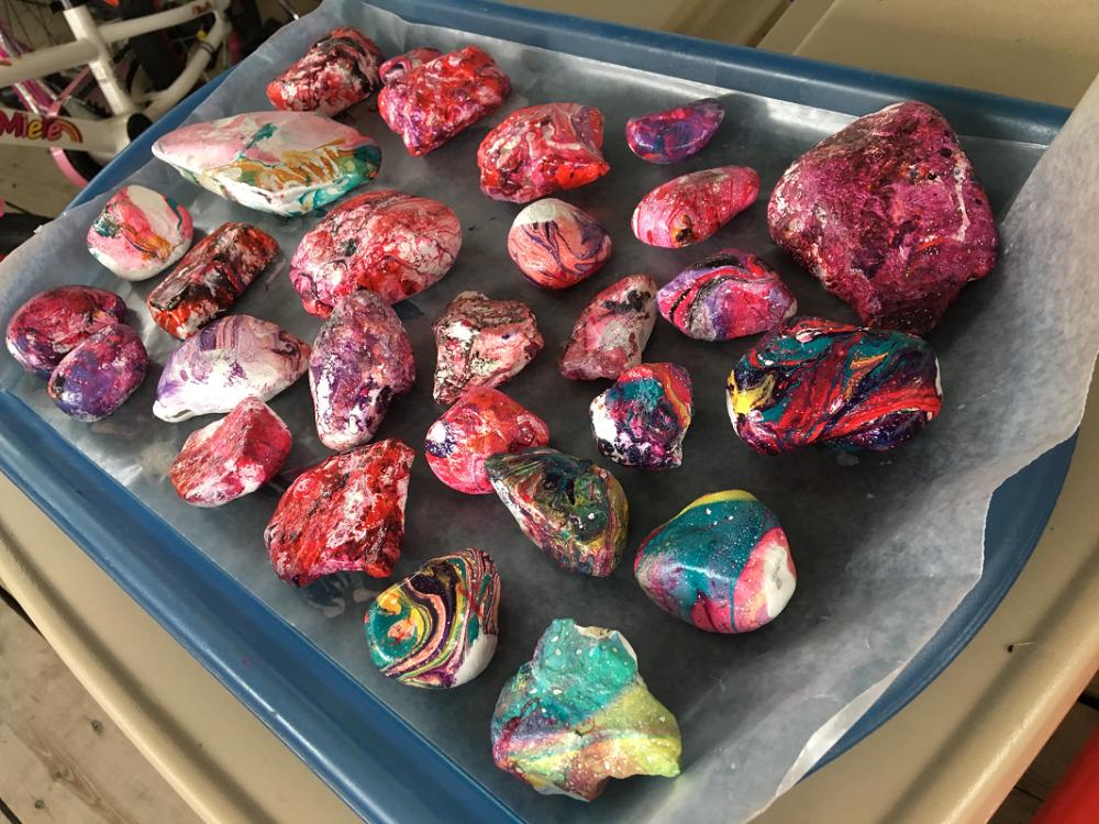 roches vernies colorées pierres précieuses