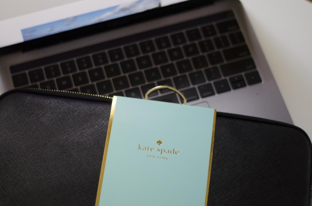 Housse pour portable, Kate Spade, en vente ici Photo : Catherine Galarneau