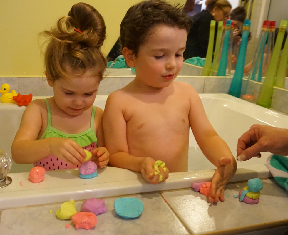 pâte à modeler savonneuse pour le bain