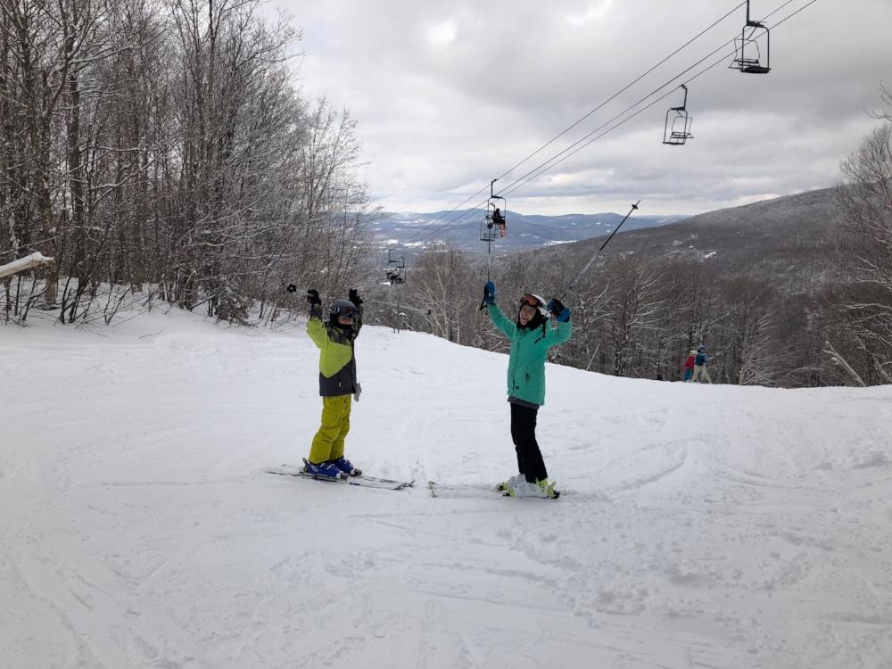 Enfants-voyage en famille-skier-Vermont-Smuggs-hiver
