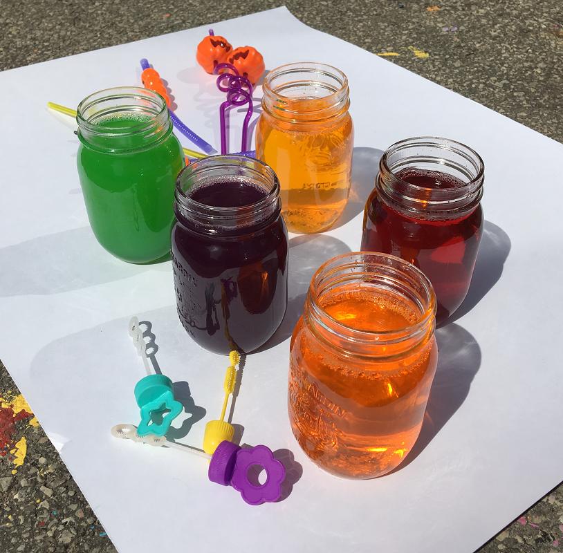 Bulle de jello-été-activité estivale-printemps-dehors-souffler des bulles d'une autre façon-réinventer les bulles-#MamanBricole-Maman Bricole - Je suis une maman
