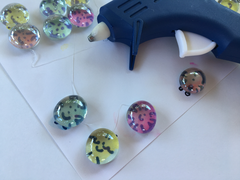 aimants-cadeaux professeurs-cadeaux enseignants-brico-DIY- simple- facile-doigt- empreintes de doigts-Maman Bricole-#MamanBricole-Je suis une maman