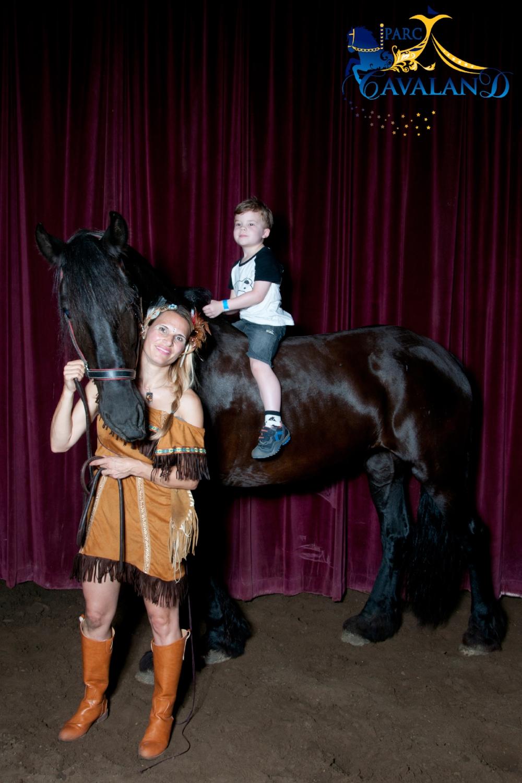 sortie en famille-Parc Cavaland-spectacle équestre-enfant-famille-à faire-parents-maman-chevaux-activités-Je suis une maman