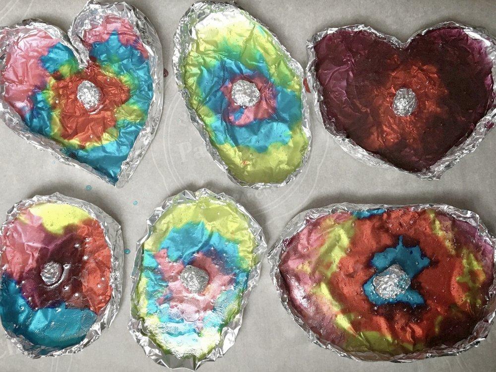 géodes sucrées-bonbons-bricoler-jolly rancher-bonbons durs-enfants-mamans-s'amuser-jouer-créer- pierre précieuses-MamanBricole-#mamanBricole-Je suis une maman