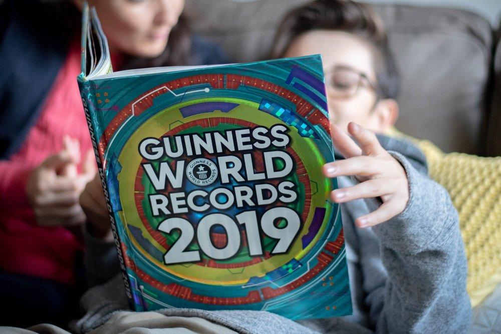 Le livre des records Guinness-2019-nouvelle édition-défi-challenge-record-livre-lecture-cadeau-famille-enfant-ado-maman-Je suis une maman