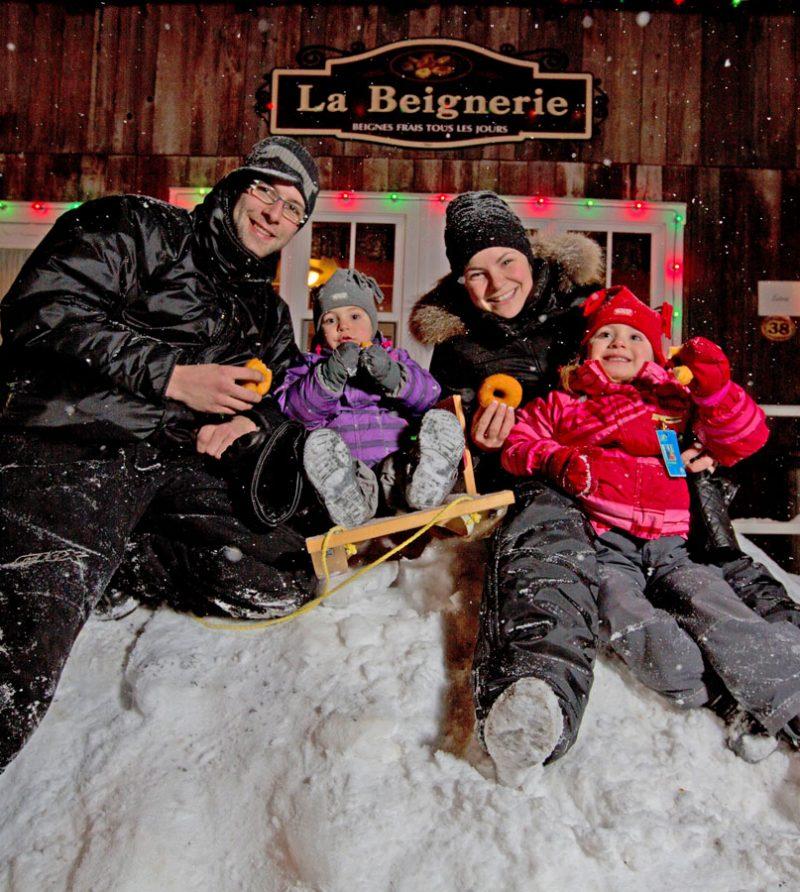 Activite-Beignerie-Village-Illumine-Desjardins-VQA-800x892.jpg