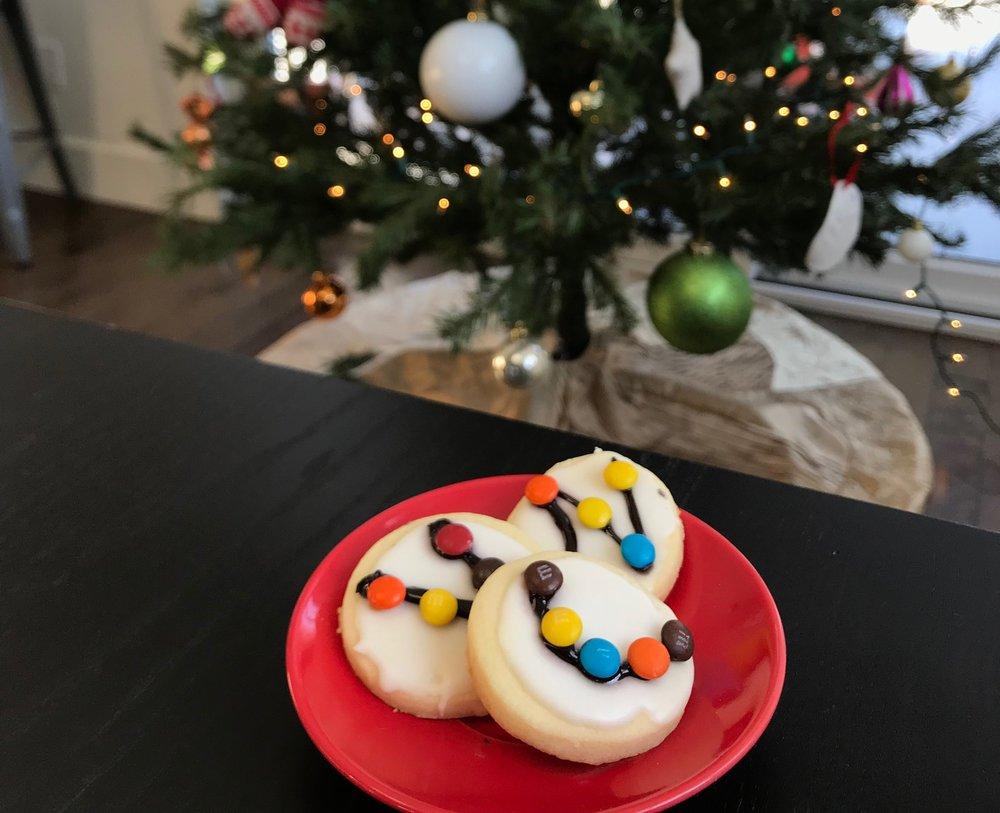 Décorer des biscuits de Noël-Guirlandes-Fêtes-Cuisinons en famille avec RicarNo-enfants-Je suis une maman