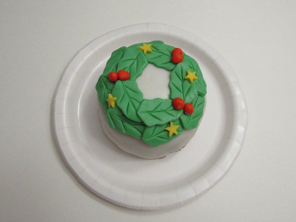 gâteau de Noël en forme de couronne- tutoriel facile-pas à pas-fondant-sucré-Maman Sucrée-Je suis une maman