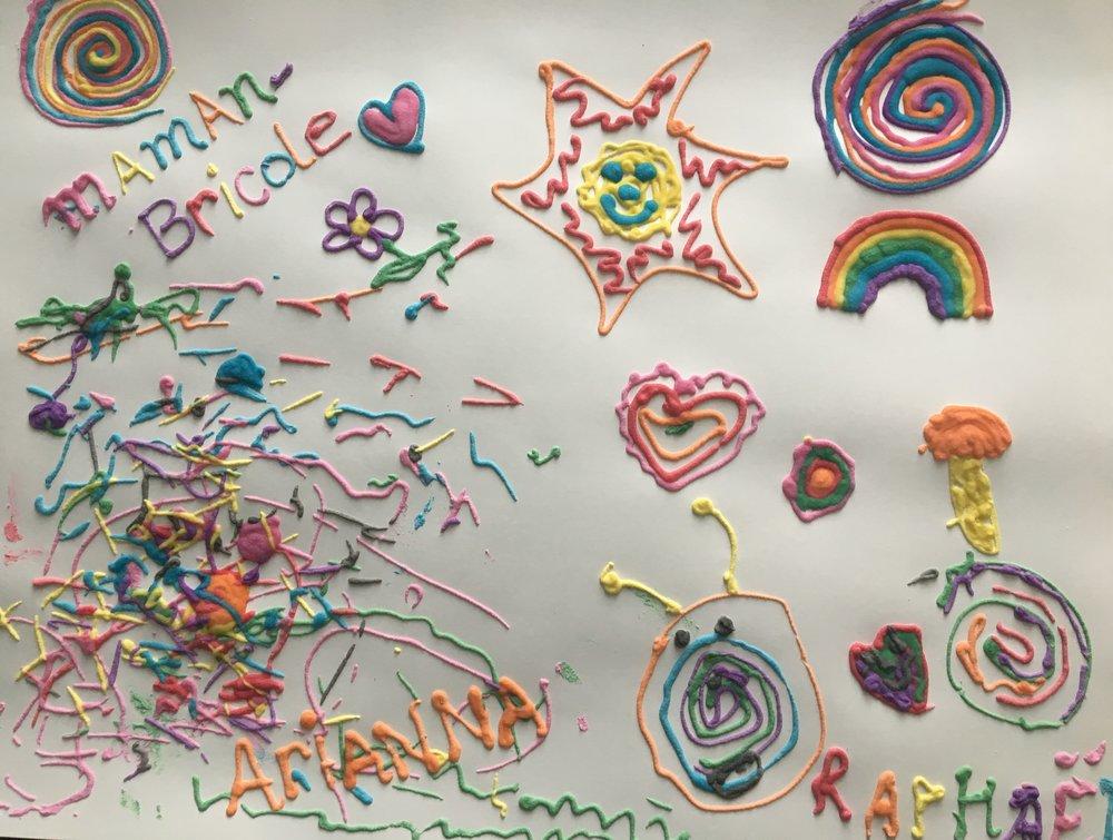 Pâte à dessiner-enfant-jouer-activités-créer-motricité-artiste-oeuvre d'art-dessin 3D - peinture 3D- 3 dimensions-peinture bombée-dessin bombé-MamanBricole-#MamanBricole-Je suis une maman