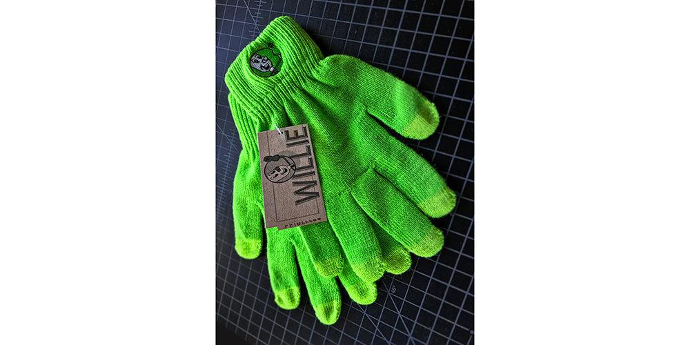 Willie_Gloves_1024_071618.jpg