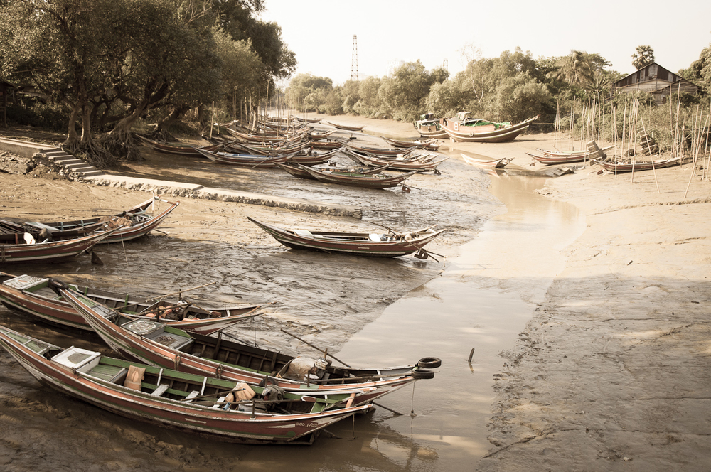 Boats at rest with the low water