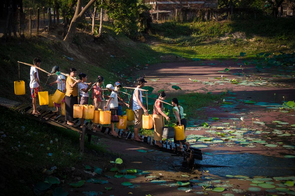 People form orderly lines to collect water