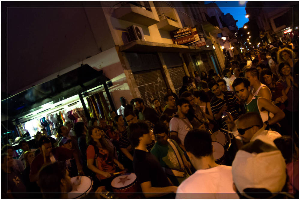 Impromptu Drummin in the streets of San Telmo, Buenos Aires - Argentina (c) Dustin Main 2010