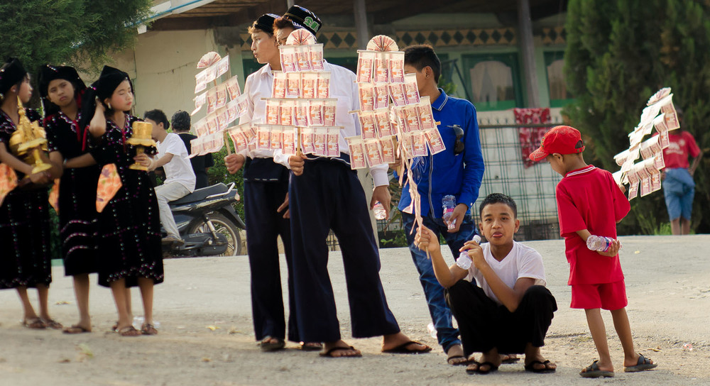 Novice ceremony in Shan State.  Perhaps the closest thing you can find to a money tree. (c) Dustin Main 2013