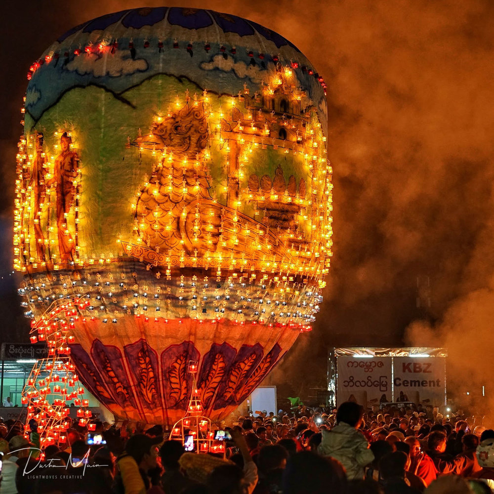 9m (30ft) Fire balloon adorned with candles - Fire Balloon Festival in Taunggyi (Tazaungdaing)