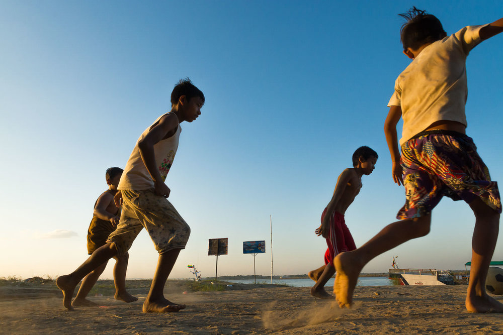 Kids play football on the sand near the Nyaung U jetty. Captured by Stephen Bugno