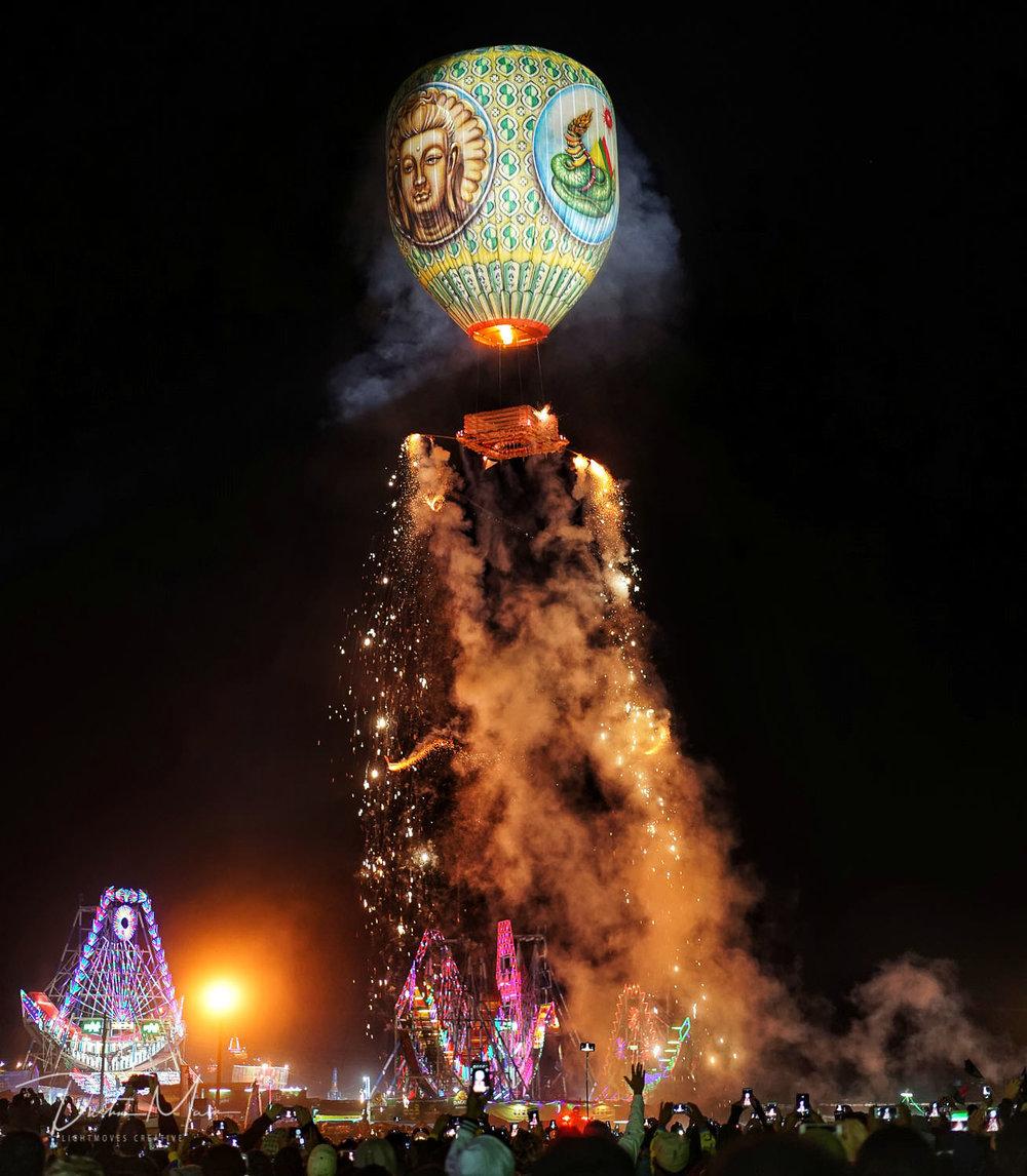 Tazaungdaing Fire Balloon Festival in Taunggyi, Shan State (Myanmar) © Dustin Main 2017
