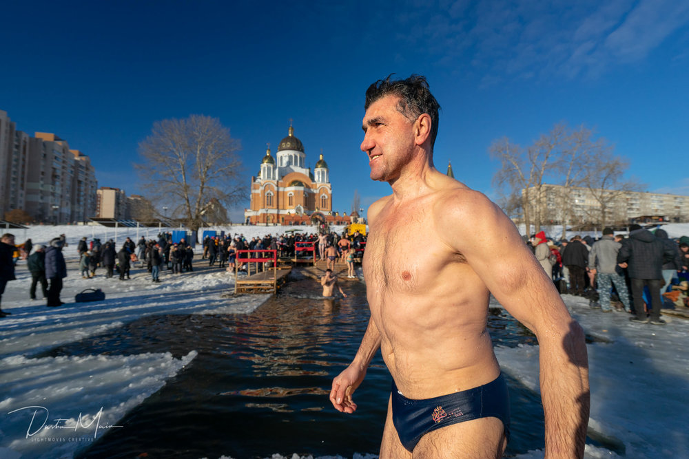 Post dip smiles from a Ukrainian man who just came from the frozen river. © Dustin Main 2019
