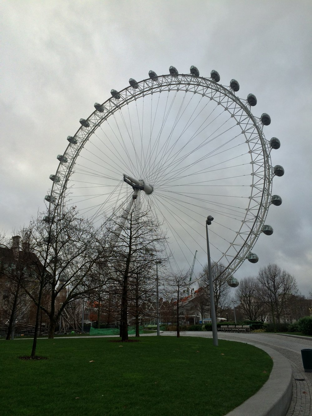 With thirty-two capsules adoring a 443 foot high cantilevered wheel, the London Eye is a modern iconic spot of London.