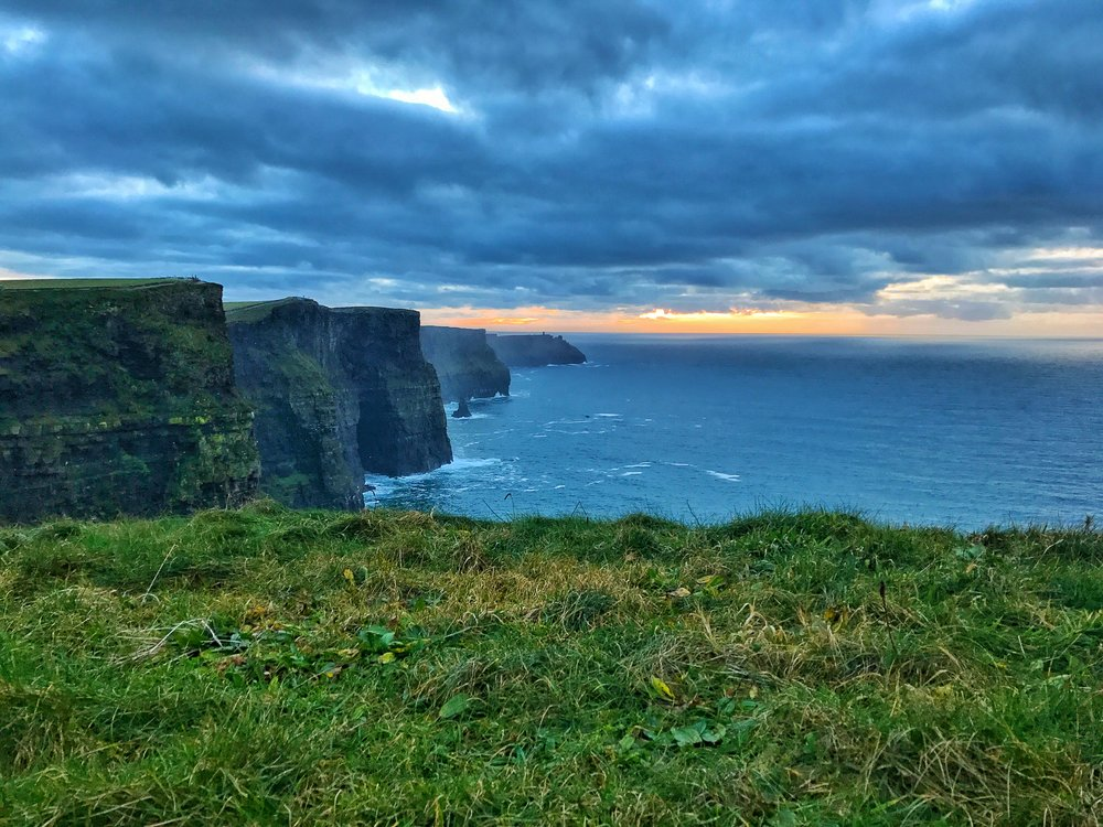 For photography aficianados, sunset is a great time to visit the Cliffs of Moher