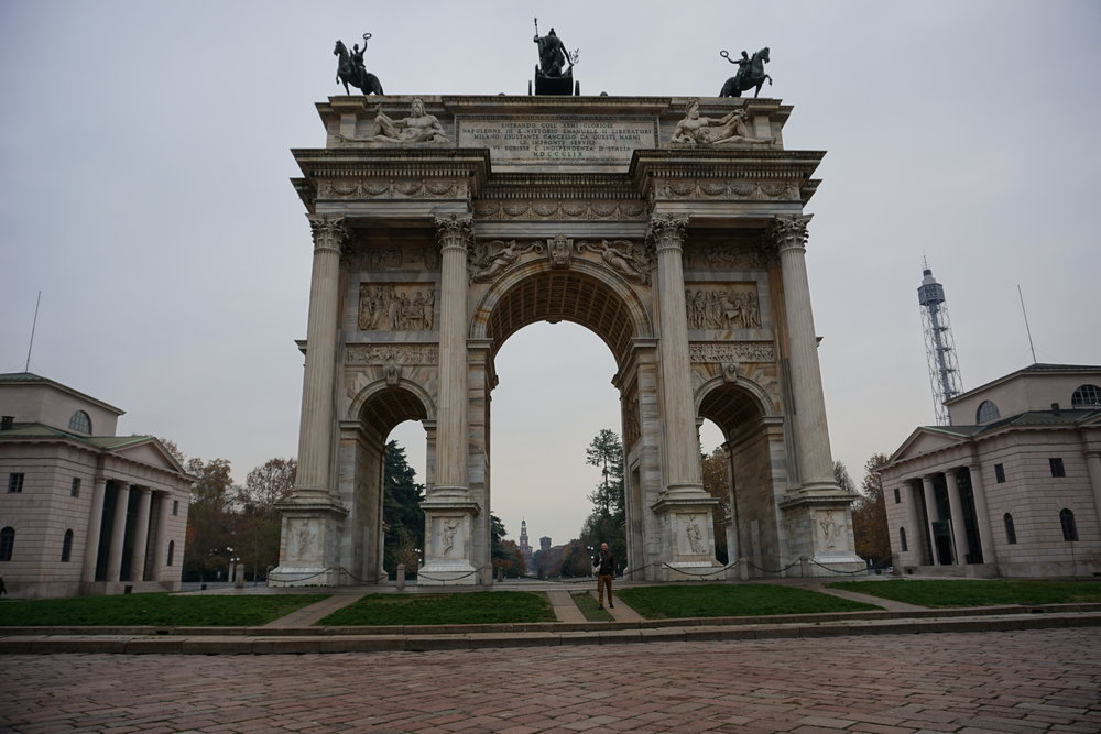 For parties with time, a walk to the Cemetery from the city center provides the opportunity to view many sights like the Arco della Pace.