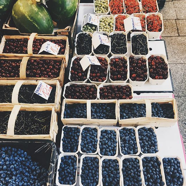 Soon it will be berry season again and I can't wait!! So delish! Eating them like m&ms 😁😁 missing Poland right now :) #poland #wroclaw #berries #berry #vsco #vscocam #lifestyledesign #travel #nomad #digitalnomad #igtravel #instatravel #market #blueberries