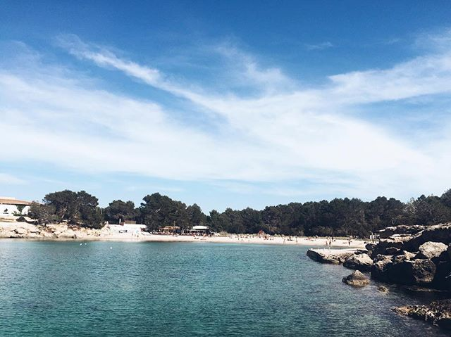 Dreaming of blue water and sunny beaches 😍 #Ibiza #beach #blueskies #bluewater #nature #vsco #vscocam #nomad #digitalnomad #lifestyledesign #spain #islandlife #wanderlust #travel #instatravel #igtravel #tt