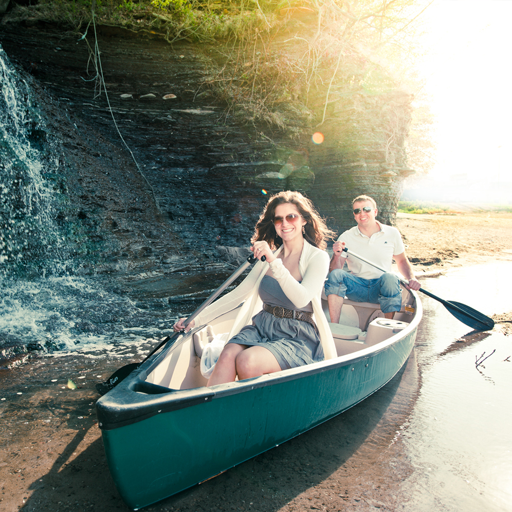 Love Shoots - Loveshoots zijn niet alleen leuk maar ook erg belangrijk voor ons en onze aanstaande bruidsparen. Op deze manier leren we elkaar een beetje kennen en weet je wat je van ons kan verwachten.Loveshoots kunnen op elk moment voor de bruiloft geboekt worden en zitten niet bij de prijs inbegrepen.
