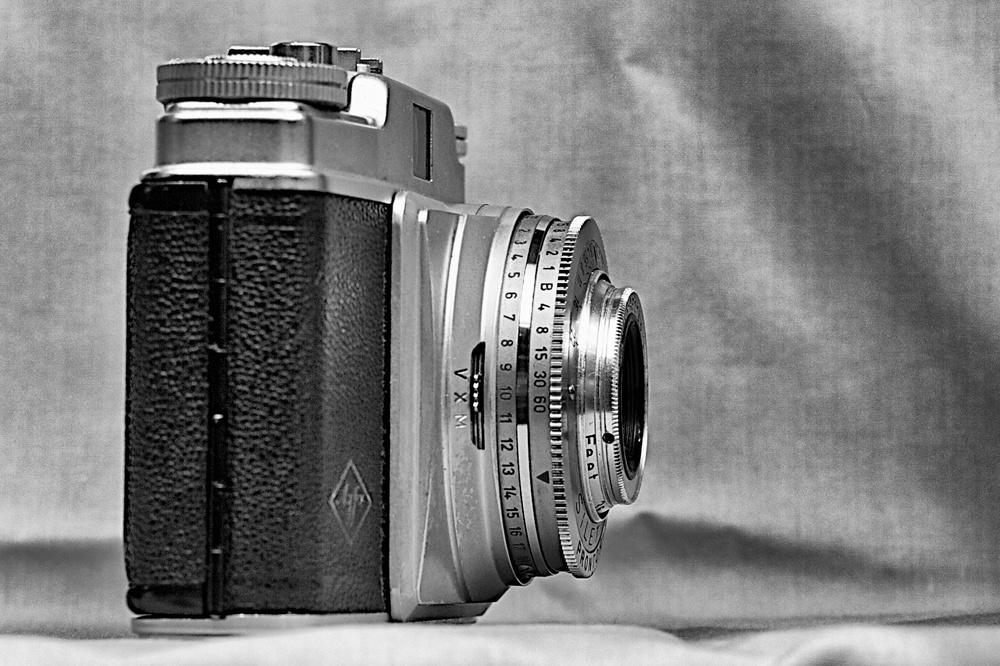 The £15 Agfa Silette from the photo fair. Manufactured around 1958, this camera has a 45mm f/2.8 Agfa Color Apotar lens and a Prontor-SVS shutter, maximum speed 1/300s.