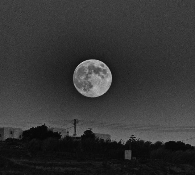 Full moon over Mykonos.jpg
