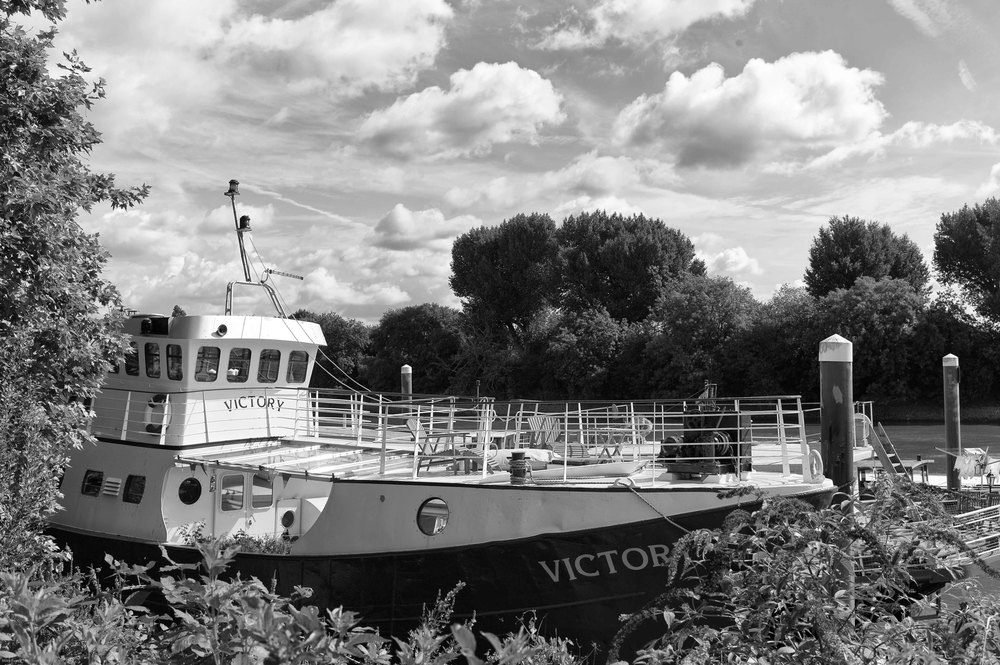 Dun Battlin': 35mm Summilux ASPH, 1/3000s at f/4, ISO 320 (Photo Mike Evans). Not Greece, but the River Thames in London