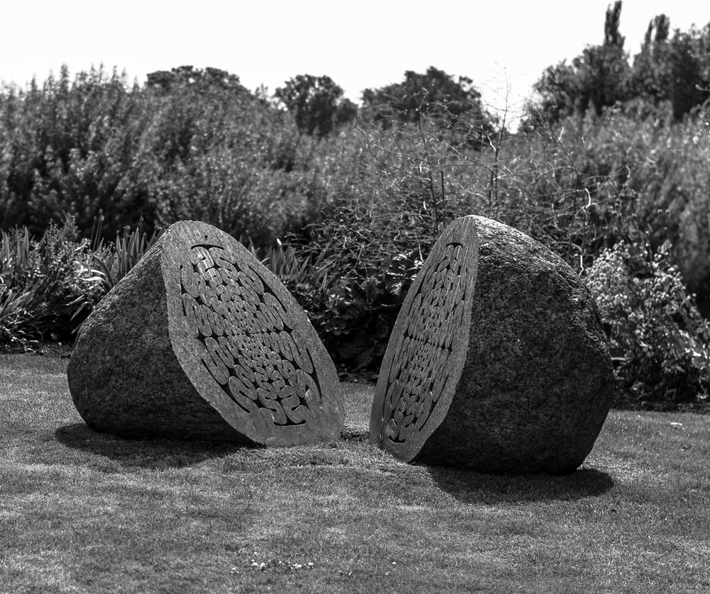 Sculpture at Chiswick Mall:  35mm Summilux ASPH, 1/4000s at f/2, ISO 320 (Photo Mike Evans)