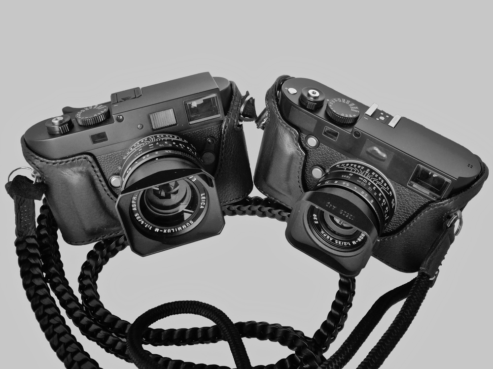 Like two peas in a pod. The Monochrom on the left and the M on the right (suitably stealthed out with gaffer tape). Note the raised grip in just the right spot for the fingers. The Monochrom is wearing a Barton1972 Braided Style strap while the M sports a svelte silk creation from Artisan & Artist