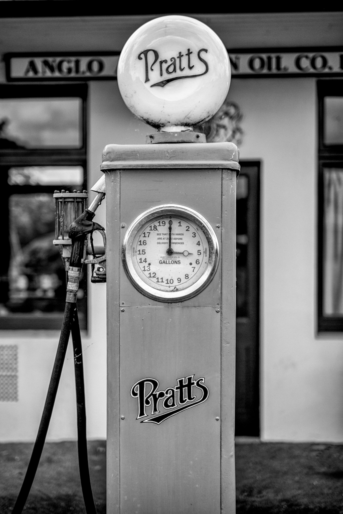 Anyone for Pratt's? Refuelling as it used to be in the days between the two world wars