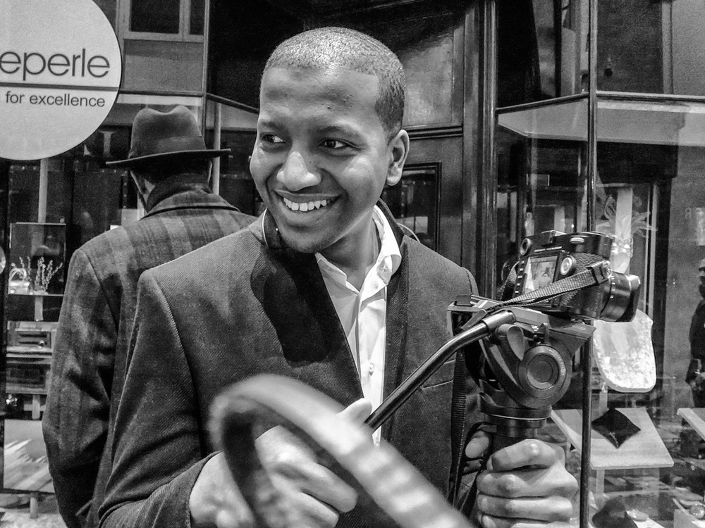 André Graver of AMG Visuals was on hand to video the store-opening event using a Leica M with 35mm Summilux. Experienced photographers will avoid allowing the wrist strap to dangle in front of the lens. There is no problem here in using ISO 800