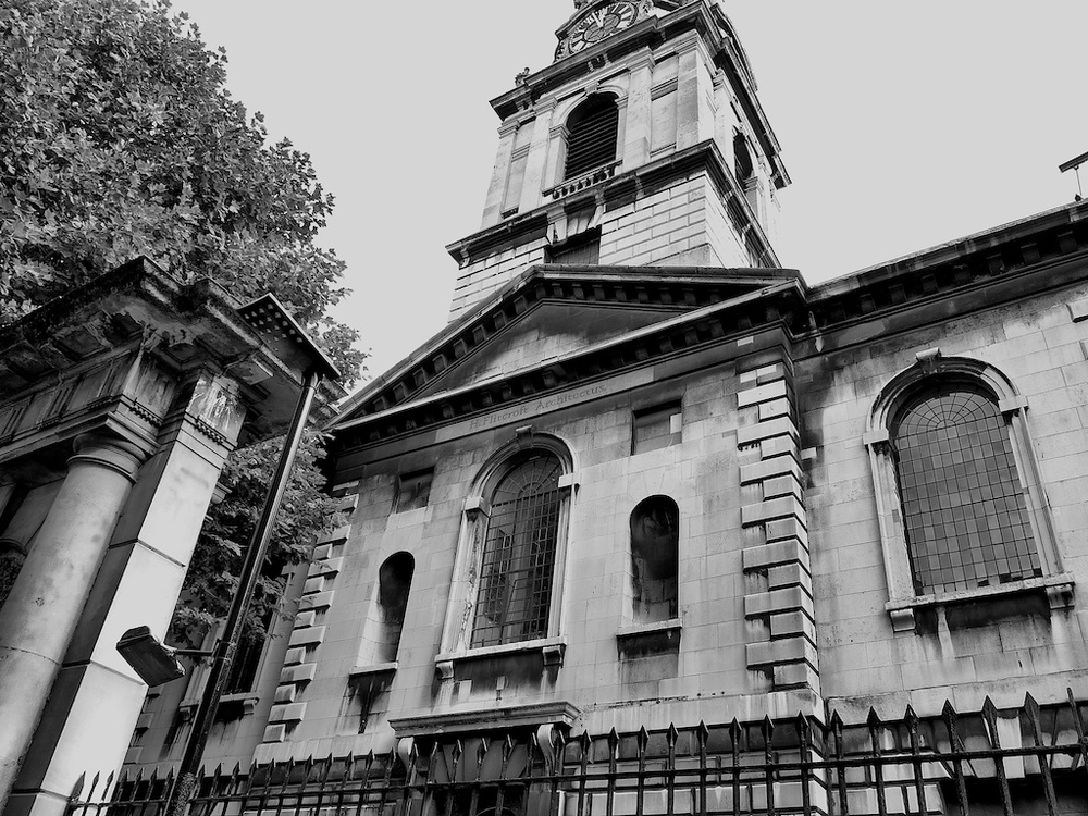 28mm wide angle at the Poet's Church, St.Giles-in-the-Fields, London