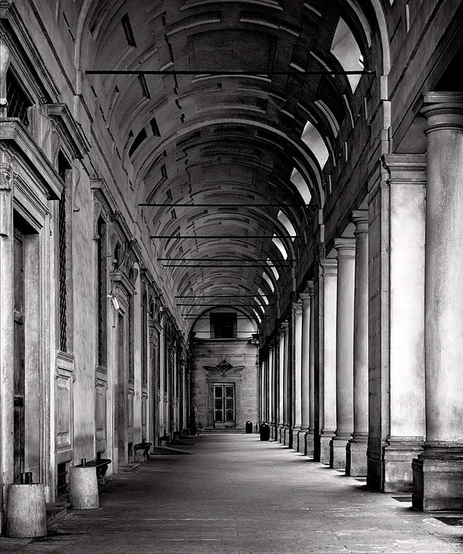 Uffizi Gallery Entrance.jpg