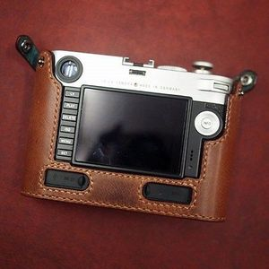 Case for M with multi-function grip, rear view. Photo: Arte di Mano
