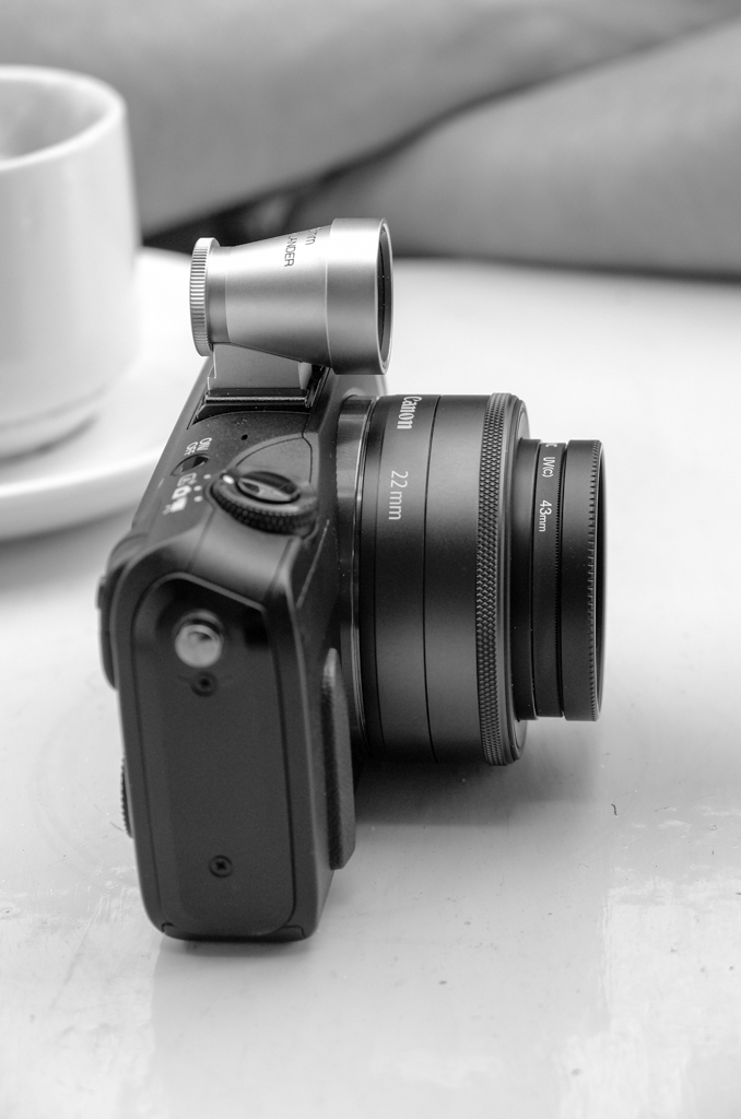 The Voigtländer 35mm viewfinder goes nicely with Canon's 22mm pancake prime, UV filter and mini hood