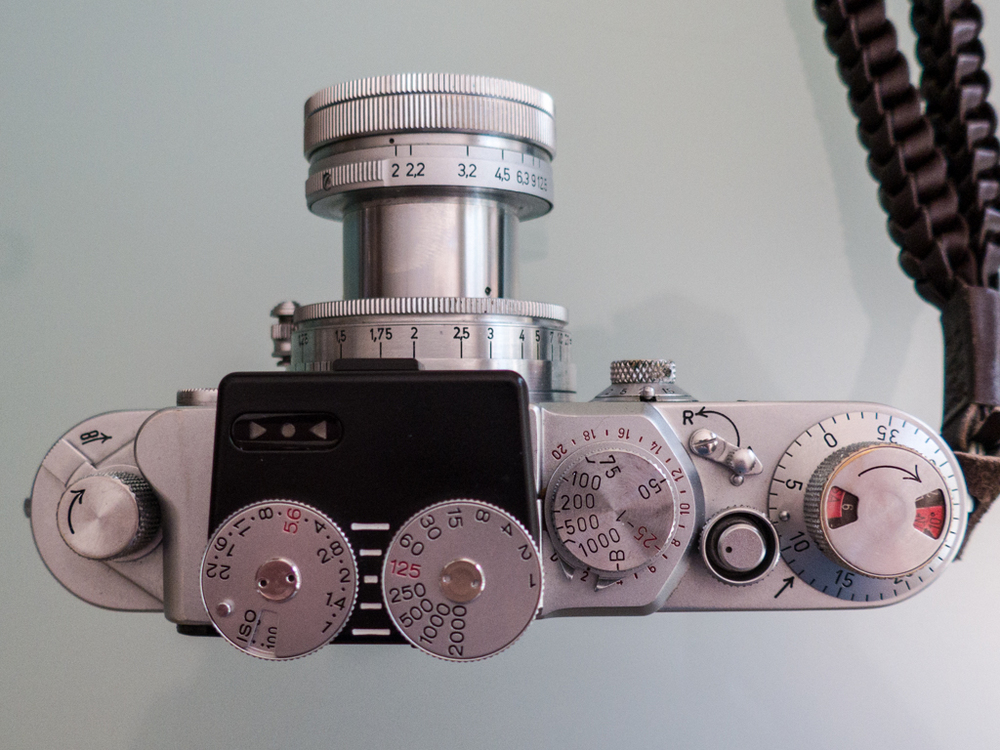 Spanning the decades: Modern Voigtländer VC Meter II mounted on my 1953 Leica IIIf with 1939 collapsible 50mm f/2 Summarit